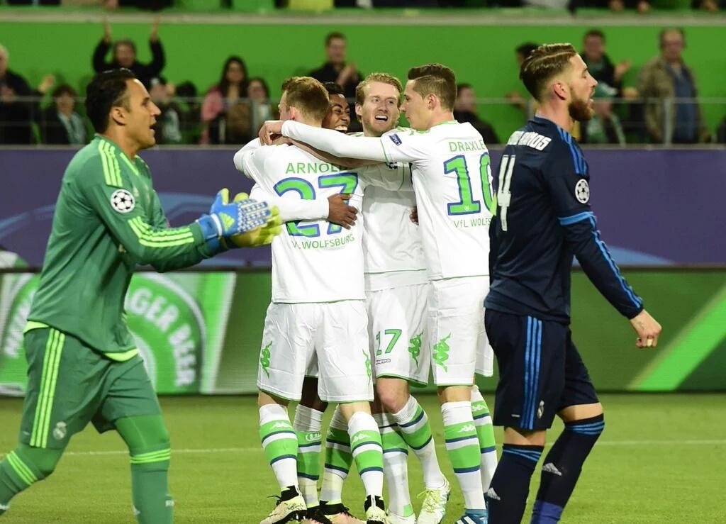 Wolfburgo sorprende al Real Madrid y PSG – Man City empatan