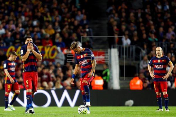 Barcelona en crisis, pierde y ahora comparte la punta