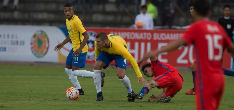 Chile empata sin goles con Brasil en su estreno en el Sudamericano