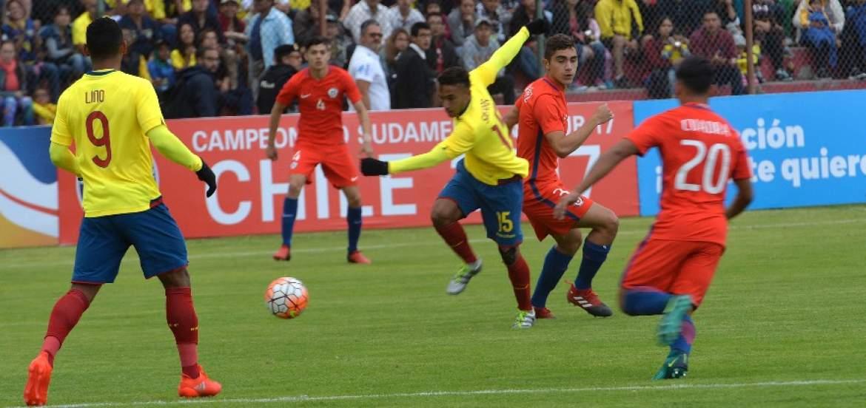 Ecuador empató con Chile y complica su clasificación