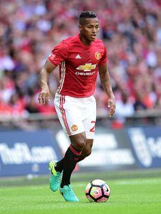 Manchester United renovó el contrato de Antonio Valencia