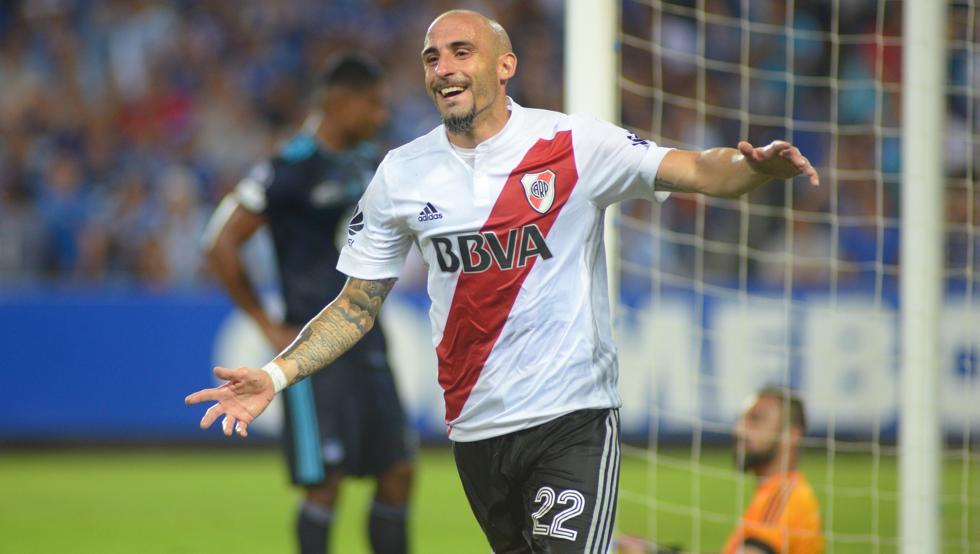 Emelec perdió de local ante River Plate y está casi eliminado de la Copa Libertadores
