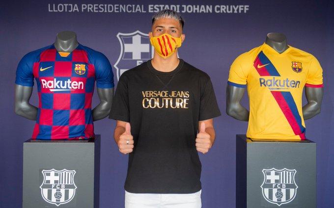 Diego Almeida, joven español de padres ecuatorianos que se forma en el FC Barcelona, renovó su vínculo con el club culé