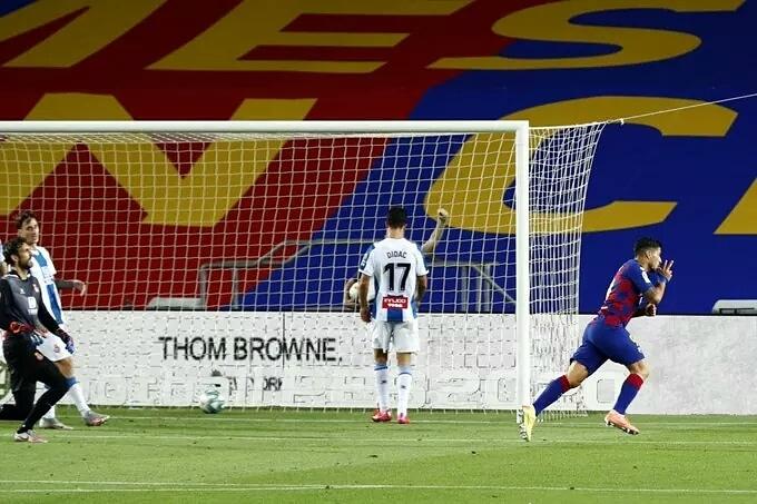 Con gol de Suárez, el Barça derrotó a Espanyol en el derbi catalán y lo mandó al descenso